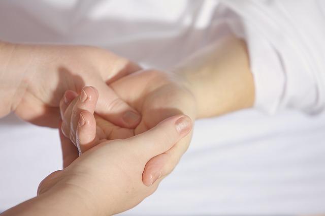masáž dlaně
