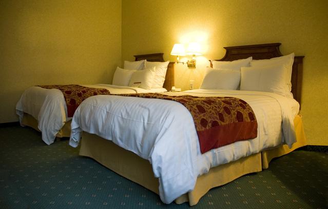 dvě jednolůžkové postele
