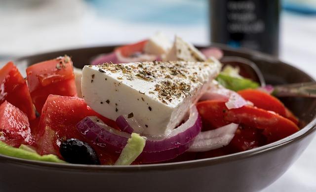 osvěžující salát s cibulí