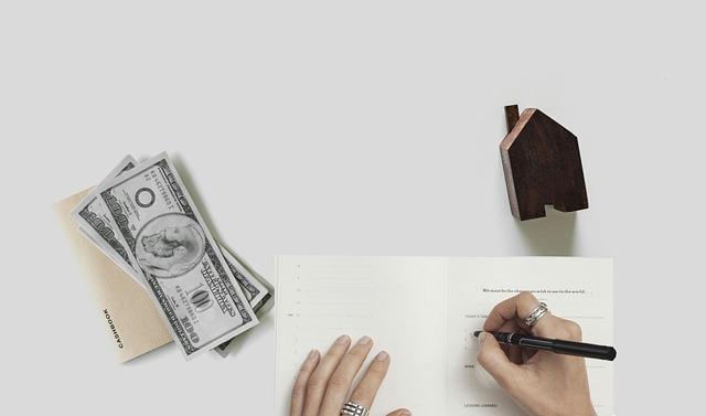 domek a peníze