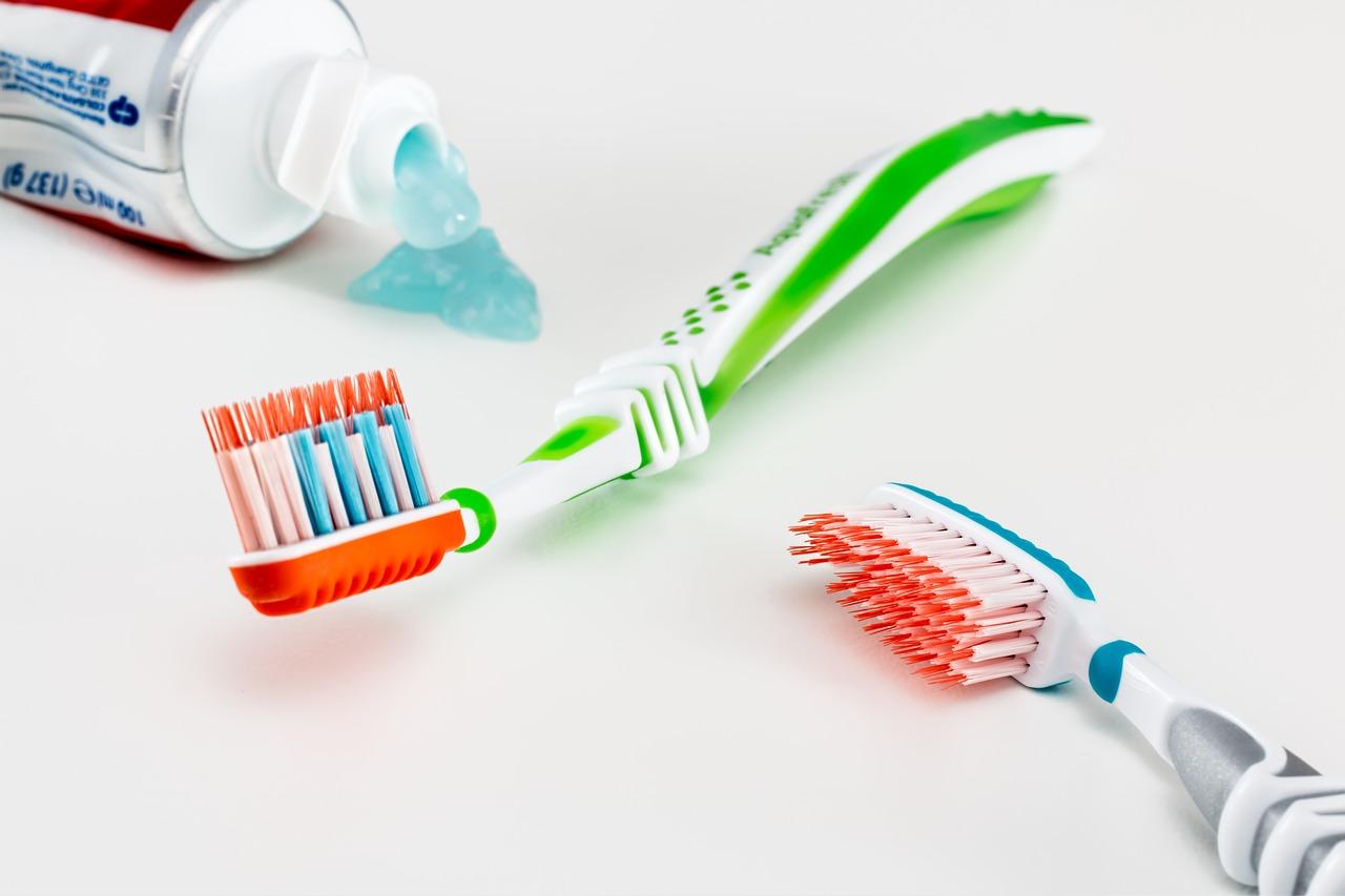 toothbrush-3191097_1280